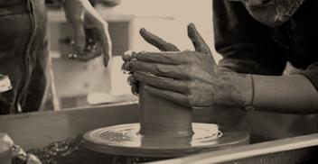 Taller Placas cerámicas y escultura en torno